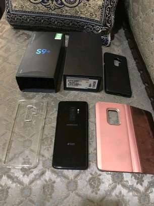 Samsung Galaxy S9 Plus [ 256 Gigabytes ] With Charging Pad image 3