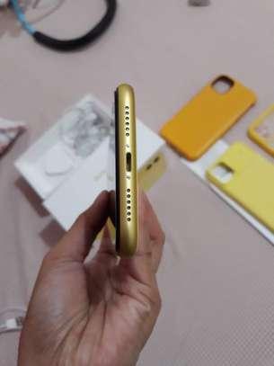 Iphone 11*Yellow 256GB* image 3