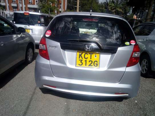 Very clean and well maintained 2011 Honda fit for sale for Kshs.630,000/- only image 2