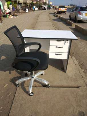 Office chair and desk image 1