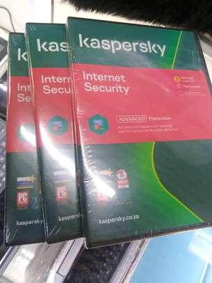 Kaspersky Internet Security 2021 - 3 User + 1 Free image 1