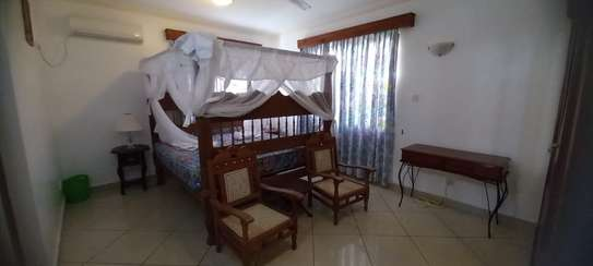4br Furnished house with SQ for rent in Old Nyali. HR31 image 10