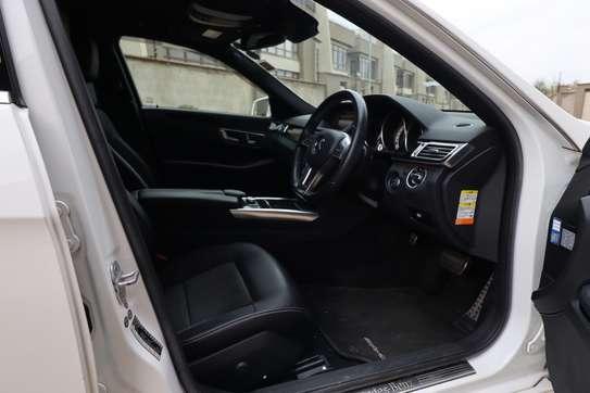 Mercedes-Benz E250 image 10