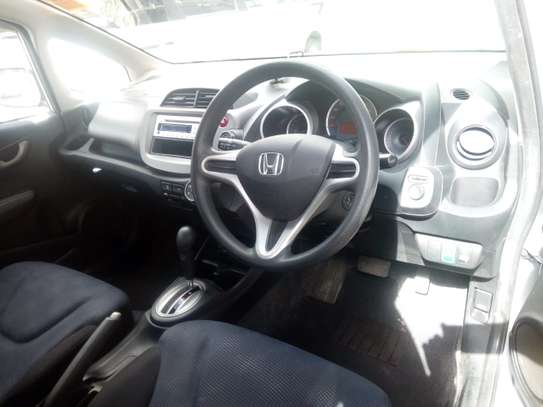 Very clean and well maintained 2011 Honda fit for sale for Kshs.630,000/- only image 5