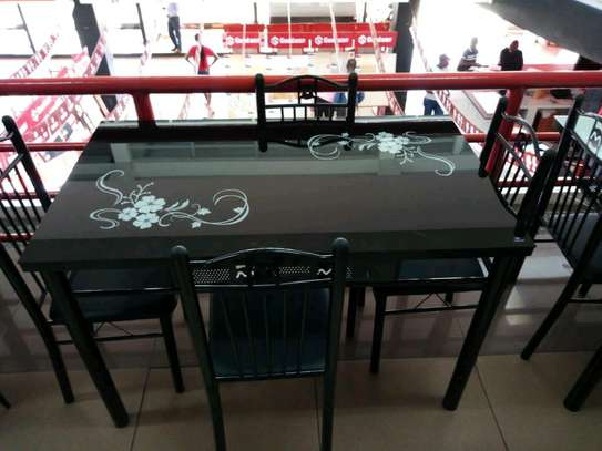 4seater dining table.