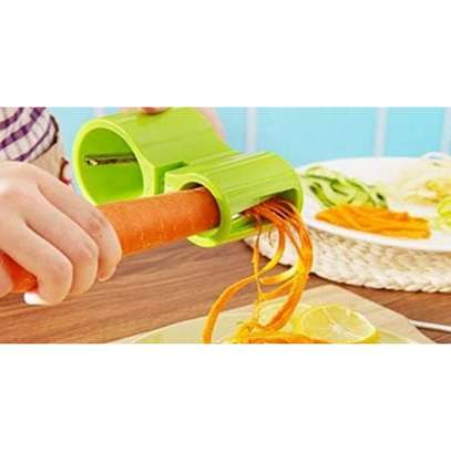 Spiral Multipurpose Vegetable Fruit Spiral Cutter and Slicer-Green