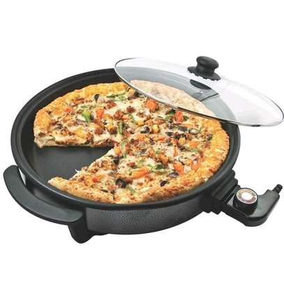 Pizza maker image 3