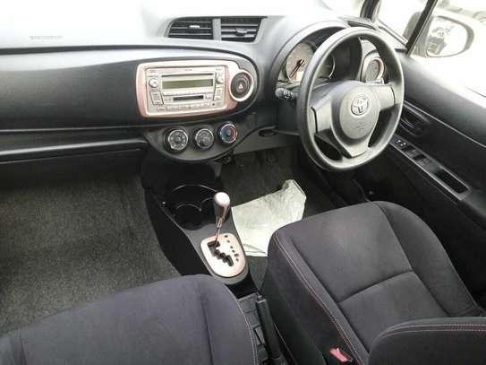 Toyota Vitz image 6