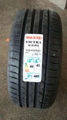 Maxxis 245/40R20 image 1