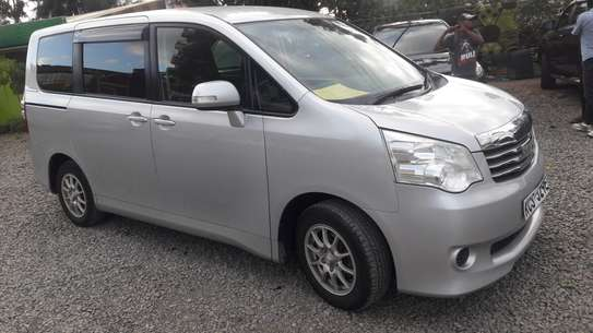 TOYOTA NOAH FOR HIRE image 3