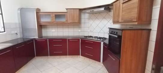 5 bedroom townhouse for rent in Brookside image 4