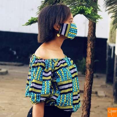 Off shoulder african print image 1