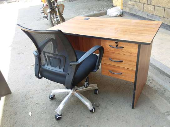 Office desk and Chairs. image 3