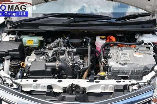 Toyota Fielder image 12