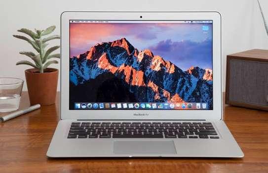MacBook Air core i7 year 2017 image 3