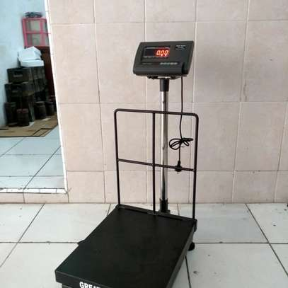 Industrial scale with 40x50 cm platform 300 kg with wheels. image 1