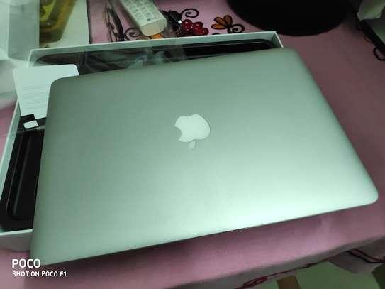 MacBook Air core i5 yr 2015 image 2