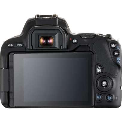 Canon EOS 200D image 4