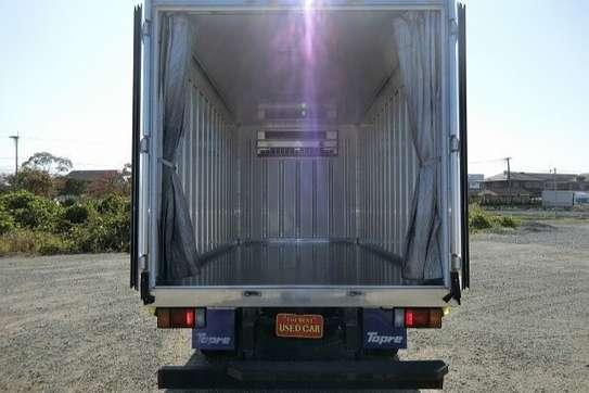 Isuzu ELF Truck image 13