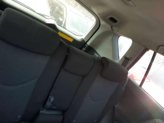 Toyota RAV4 image 9