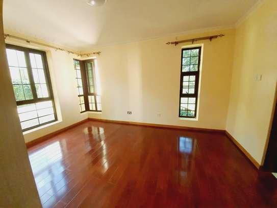 4 bedroom house for rent in New Kitusuru image 5