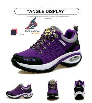 Women Fashionable sneakers image 3
