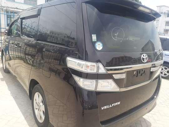 Toyota Vellfire image 3