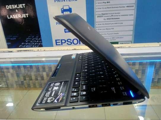 ASUS Eee 1025C Mini-Laptop image 3