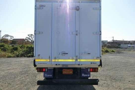 Isuzu ELF Truck image 12