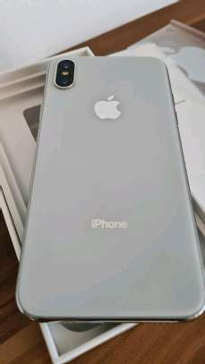 Apple Iphone x Silver 256 Gigabytes & Airpods image 4
