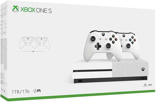 Xbox one S with two controllers 4K Blu-ray HDR
