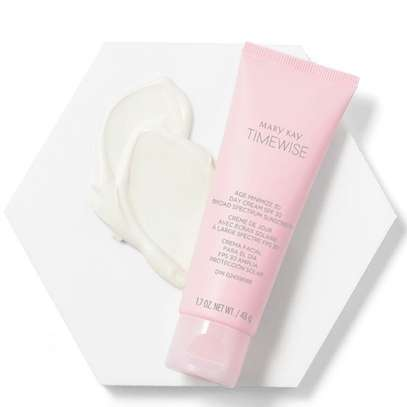 TimeWise® Age Minimize 3D® Day Cream SPF 30 Normal/Dry skin image 2