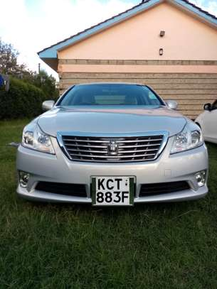 Toyota crown 2012 model in pristine condition