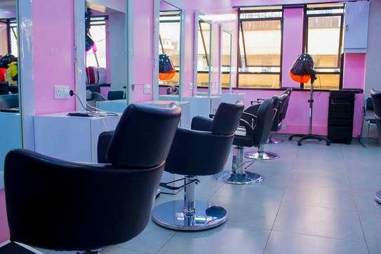 Divas Beauty Shop image 1