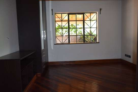 3 bedroom house for rent in Gigiri image 7