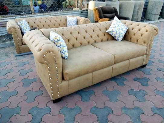 Elegant Classic 5 Seater Chesterfield Sofa image 1