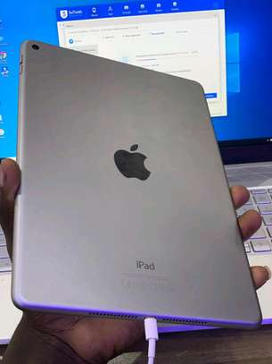 Ipad Air 2 64GB in shop, 9.7 inch Display(Non-cellular) image 2