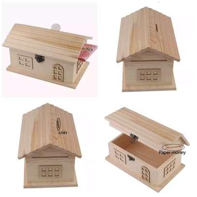 Piggy bank/house shaped money saving box image 1