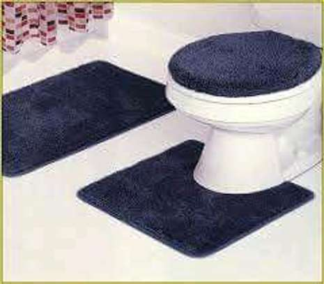 Toilet Set and Unique Rugs image 3
