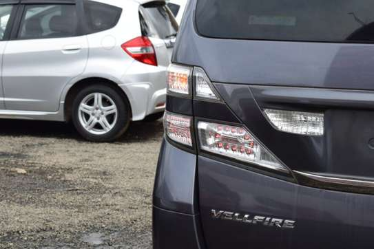 Toyota Vellfire image 10