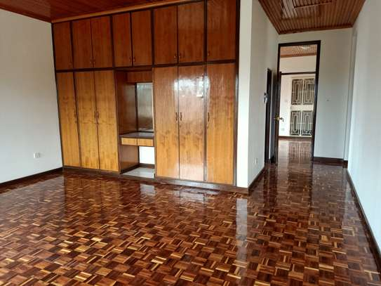 5 bedroom house for rent in Nyari image 12