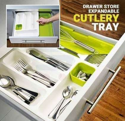 Expandable cuttlery tray