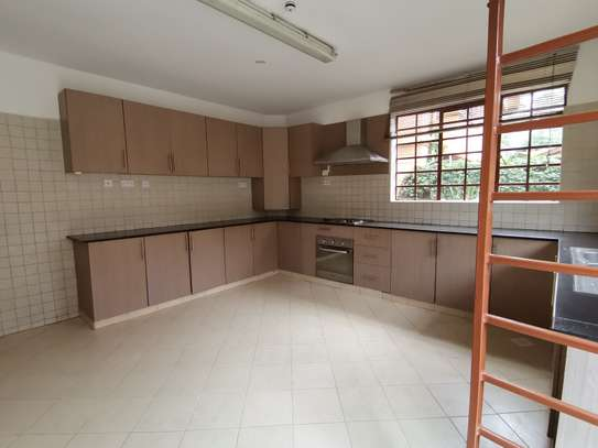 Magnificent 5 bedroom townhouse with dsq image 15