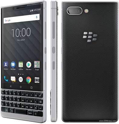 Blackberry key 2 image 3