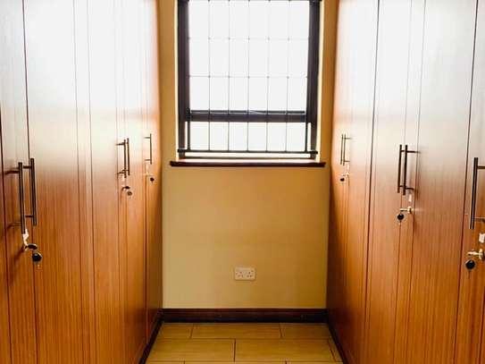 Runda - House image 15