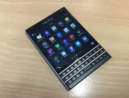 Blackberry Passport 10 image 1