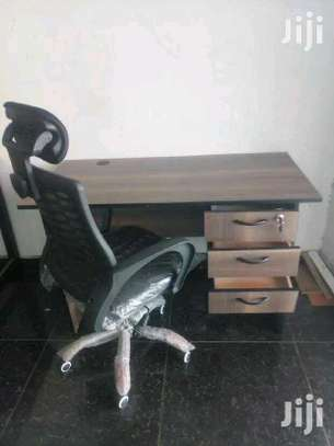 Computer office table with adjustable office chair in black image 1