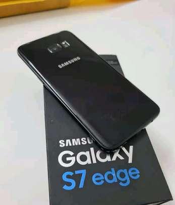 Samsung Galaxy S7 Edge 128 Gigabytes image 2