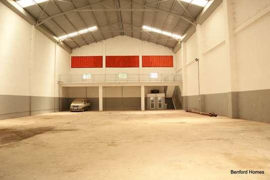 6000 ft² warehouse for rent in Mtwapa image 3