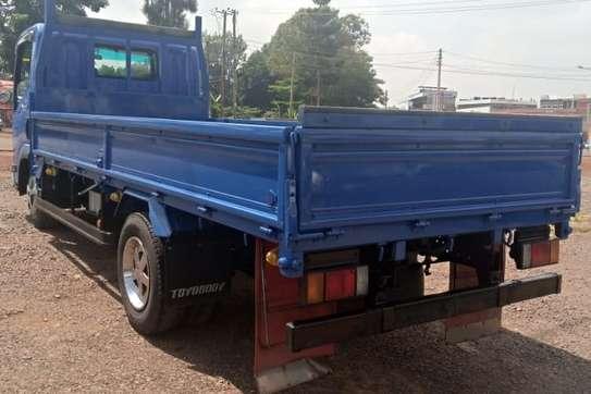 Isuzu ELF Truck image 8
